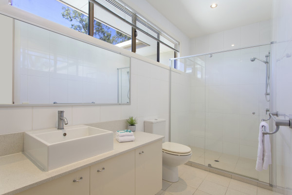 Beautifully appointed Townhouse only minutes to The Noosa River