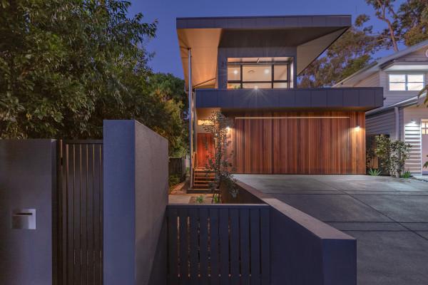 Freestanding Contemporary Duplex